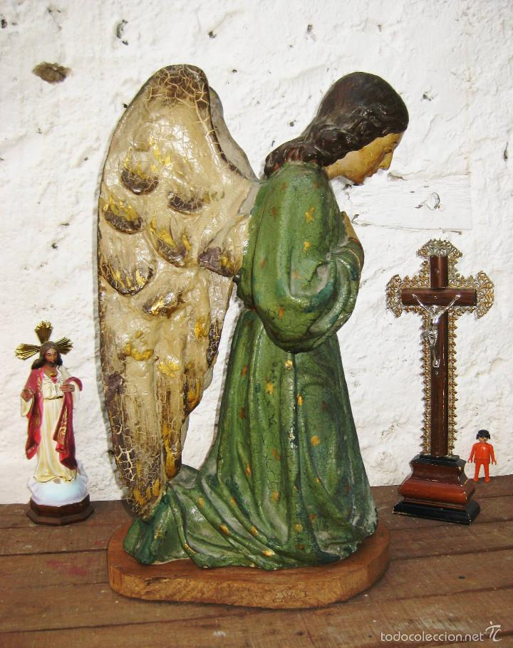 PRECIOSO GRAN ANGEL DE LA GUARDA EN ESTUCO POLICROMADO SOBRE MADERA (Arte - Arte Religioso - Escultura)