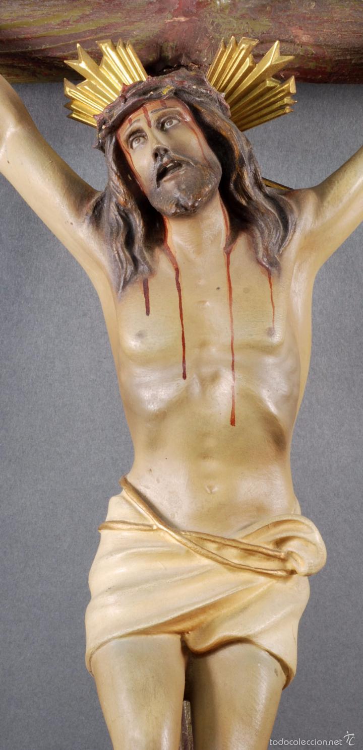 Arte: Crucifijo Cristo cruz Olot estuco policromado cruz madera Mediados S XX - Foto 2 - 166528865