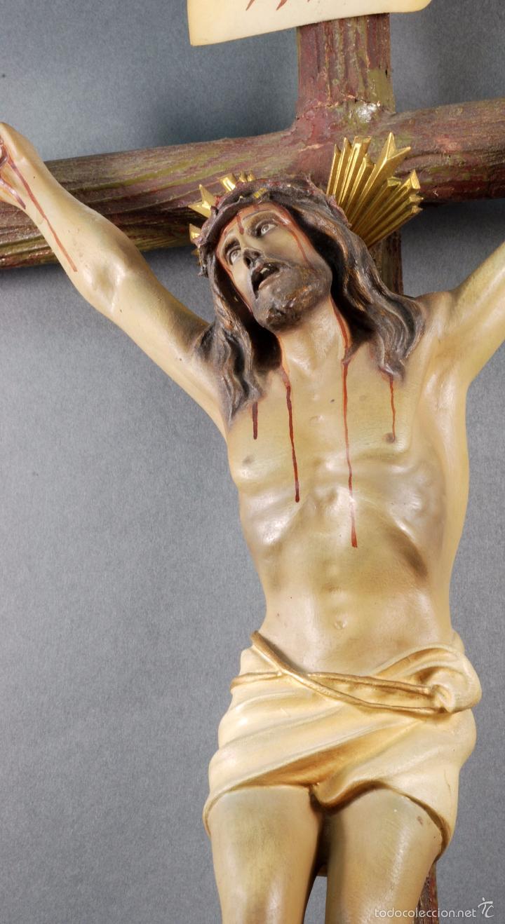 Arte: Crucifijo Cristo cruz Olot estuco policromado cruz madera Mediados S XX - Foto 5 - 166528865