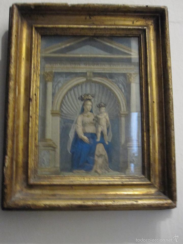 VIRGEN CON NIÑO. BELLO GRABADO DEL S. XVIII COLOREADO DE EPOCA. BONITO MARCO ANTIGUO (Arte - Arte Religioso - Grabados)