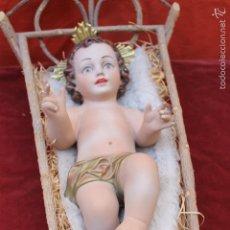 Arte: NIÑO JESUS ESCAYOLA, OJOS DE CRISTAL, EN SU CUNA, 40 CMS. Lote 60205783