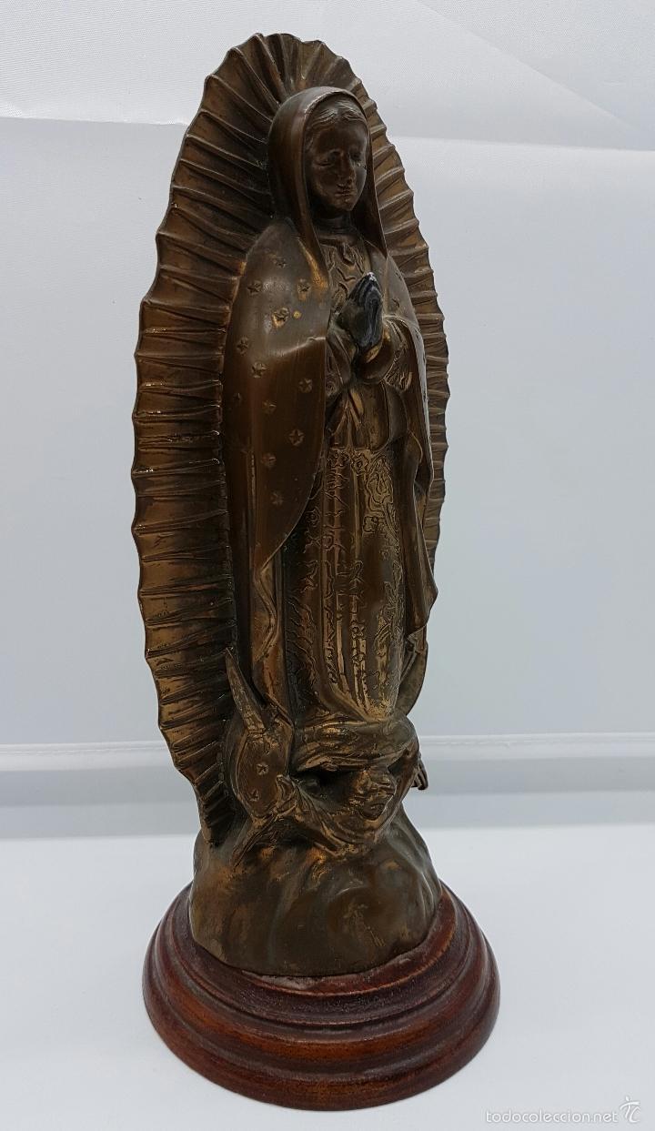Arte: Antigua imagen de la virgen María en metal sobre peana de madera . - Foto 5 - 63410924
