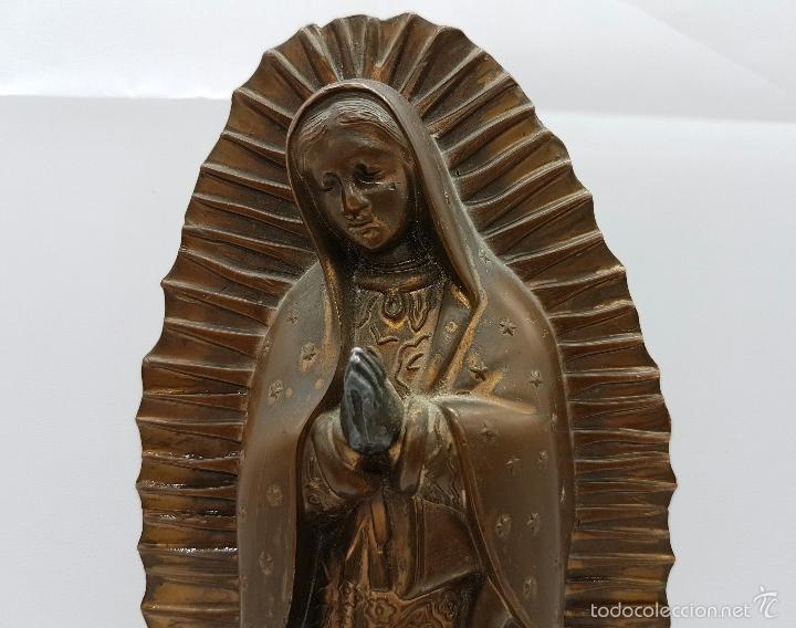 Arte: Antigua imagen de la virgen María en metal sobre peana de madera . - Foto 7 - 63410924