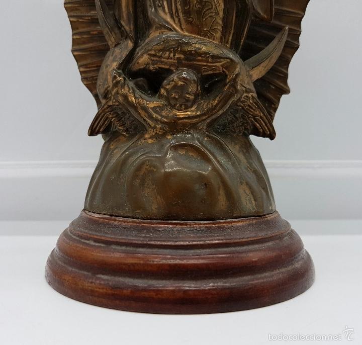 Arte: Antigua imagen de la virgen María en metal sobre peana de madera . - Foto 9 - 63410924