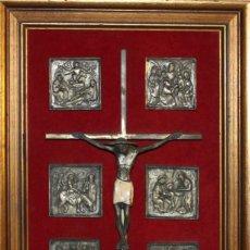 Arte: CRUCIFIJO ESMALTADO CON 8 ESCENAS CON LA VIDA DE JESÚS EN METAL - ENMARCADO - AÑOS 40. Lote 62550160