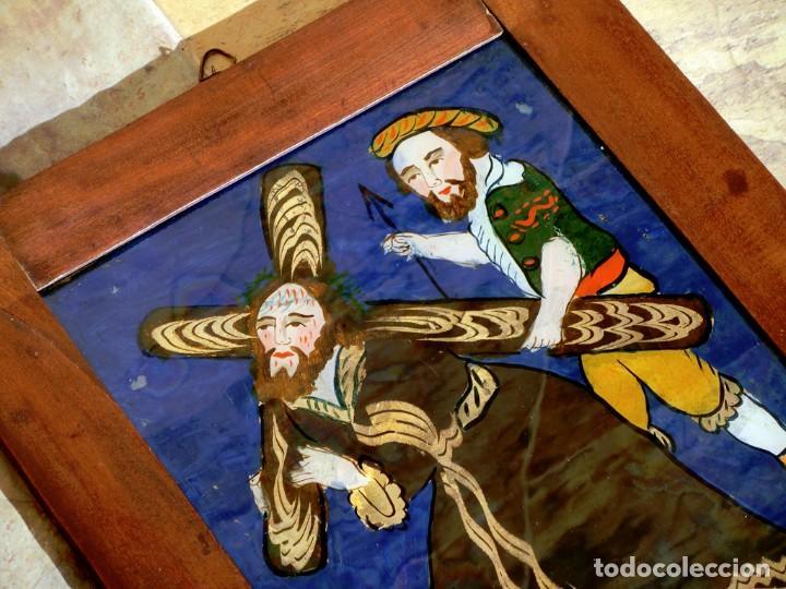 Arte: ANTIGUO CRISTAL RELIGIOSO PINTADO A MANO - JESÚS CON LA CRUZ A CUESTAS - ENMARCADO - ICONO - RARO - Foto 4 - 72335175