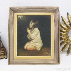 Arte: BONITA PINTURA RELIGIOSA 1965 FIRMADA IMAGEN DE NIÑA REZANDO CON LUZ CELESTIAL O ESPIRITU SANTO. Lote 75136871