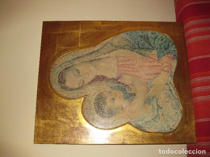 Arte: precioso cuadro en madera virgen con niño . simula mosaico . doradoen fondo ? y borde 50/50/1cm - Foto 2 - 75793079