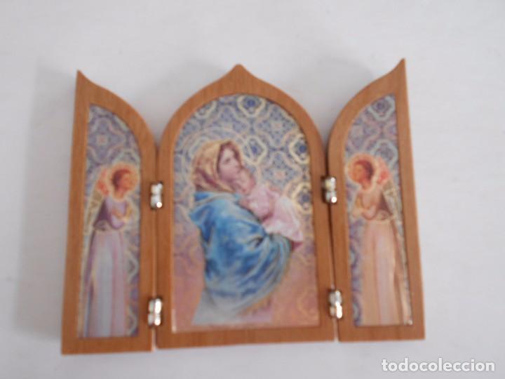 TRIPTICO RELIGIOSO DE MADERA Y LAMINA,VIRGEN MARIA CON NIÑO JESUS (Arte - Arte Religioso - Trípticos)