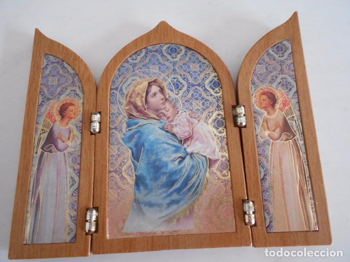 Arte: triptico religioso de madera y lamina,virgen maria con niño jesus - Foto 2 - 79847197