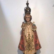 Arte: NIÑO JESUS DE PRAGA DE ESTUCO, SELLO OLOT ANTIGUO. 58CM MAS CORONA.. Lote 81608560