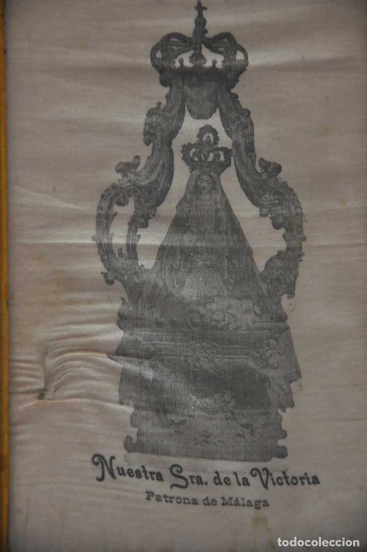 Arte: MUY ANTIGUA ESTAMPACIÓN SOBRE SEDA DE LA VIRGEN DE LA VICTORIA DE MALAGA , ENMARCADA - Foto 3 - 83493656