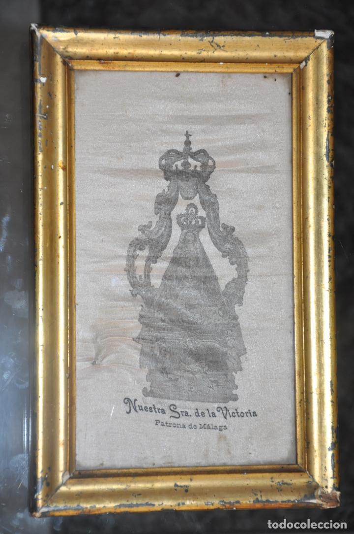 Arte: MUY ANTIGUA ESTAMPACIÓN SOBRE SEDA DE LA VIRGEN DE LA VICTORIA DE MALAGA , ENMARCADA - Foto 4 - 83493656