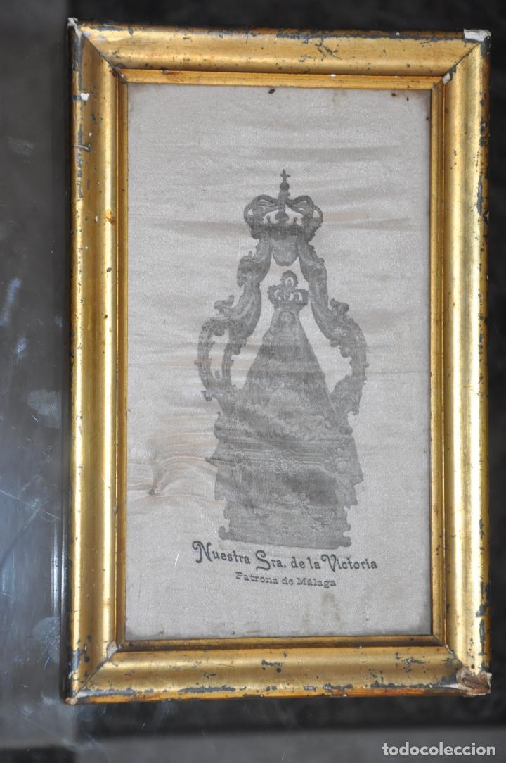 Arte: MUY ANTIGUA ESTAMPACIÓN SOBRE SEDA DE LA VIRGEN DE LA VICTORIA DE MALAGA , ENMARCADA - Foto 5 - 83493656