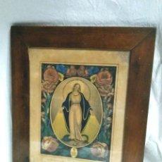 Arte: VIRGEN MEDALLA MILAGROSA GRABADO COLOREADO S XIX, MARCO MADERA DE NOGAL. MED. 26,50 X 33 CM. Lote 85370934