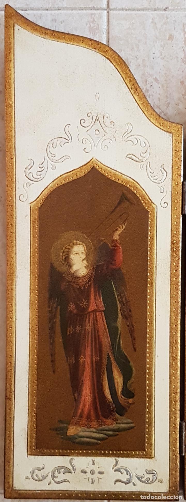 Arte: Bello tríptico antiguo con litigrafías religiosas en madera con acabados en estuco y oro . - Foto 2 - 132801302
