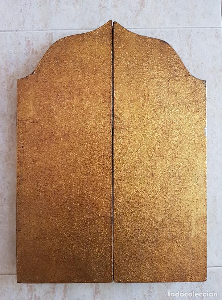 Arte: Bello tríptico antiguo con litigrafías religiosas en madera con acabados en estuco y oro . - Foto 5 - 132801302
