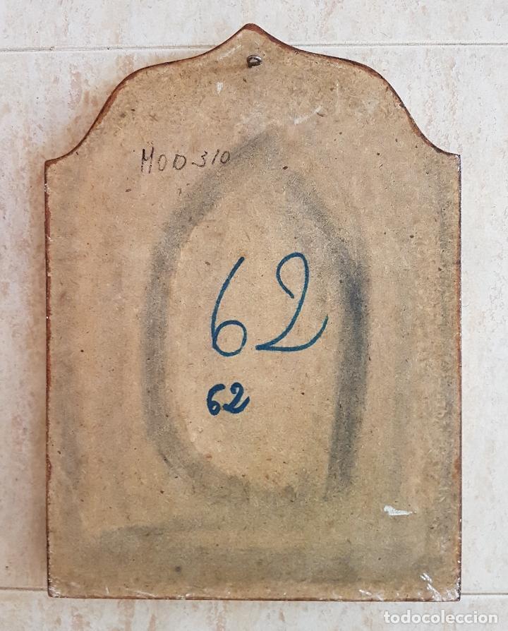 Arte: Bello tríptico antiguo con litigrafías religiosas en madera con acabados en estuco y oro . - Foto 7 - 132801302