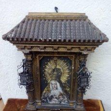 Arte: RETABLO DE VIRGEN CON FORMA DE TEJADO DE YESO Y LUCECITAS. Lote 85452088