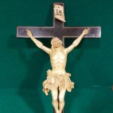 Arte: BONITO CRISTO CRUCIFICADO DE ESTUCO COLOR MARFIL CON FINO TRABAJO DEL PAÑO DE PUREZA.. Lote 85583012