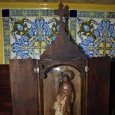 Arte: CAPILLA DOMICILIARIA CON ESCULTURA JESÚS CON NIÑO. OLOT. C 1920.. Lote 86058148