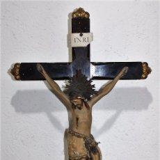 Arte: CRISTO ISABELINO EN TALLA DE MADERA POLICROMADA - CRUZ CON REMATES DORADOS - SIGLO XIX. Lote 86314448