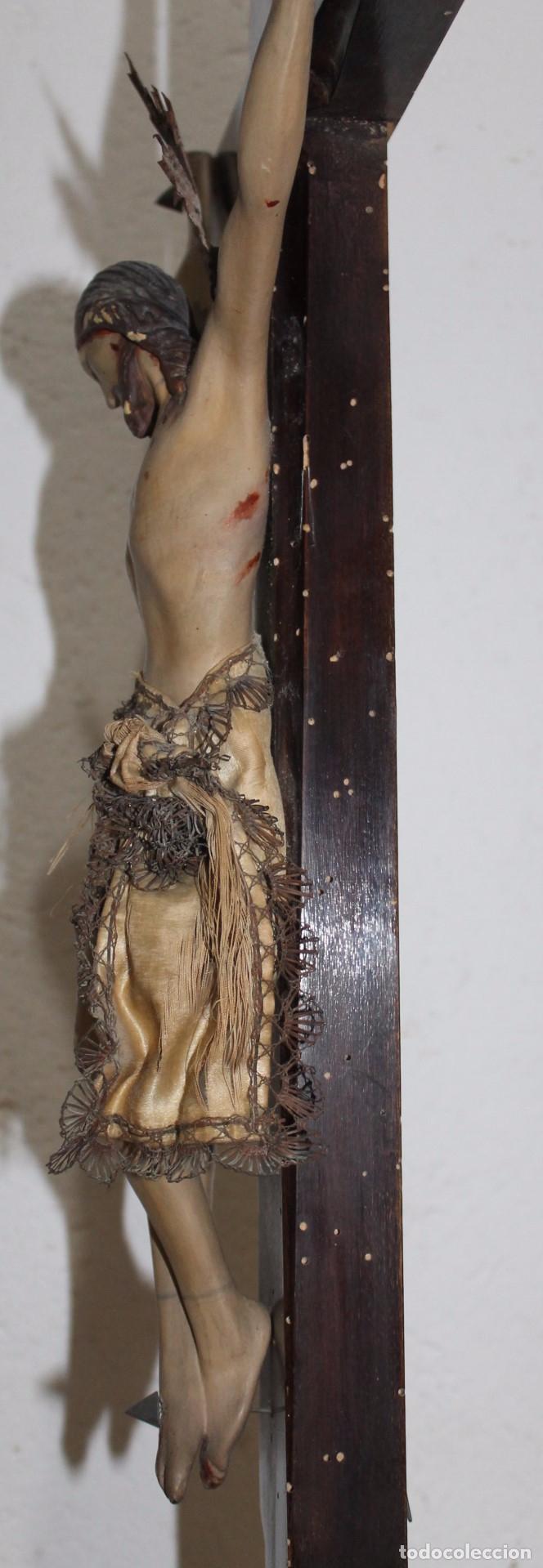 Arte: CRISTO ISABELINO EN TALLA DE MADERA POLICROMADA - CRUZ CON REMATES DORADOS - SIGLO XIX - Foto 13 - 180910910