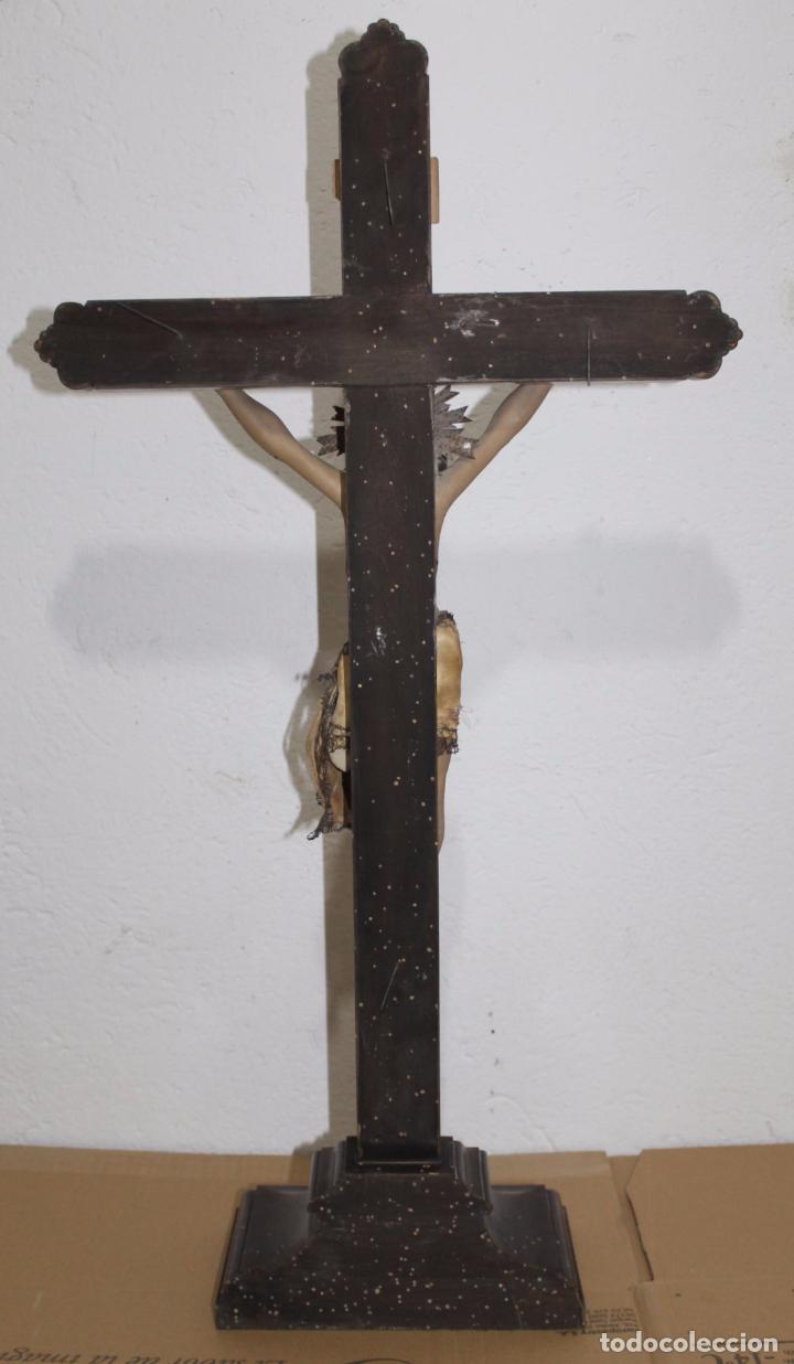 Arte: CRISTO ISABELINO EN TALLA DE MADERA POLICROMADA - CRUZ CON REMATES DORADOS - SIGLO XIX - Foto 15 - 180910910