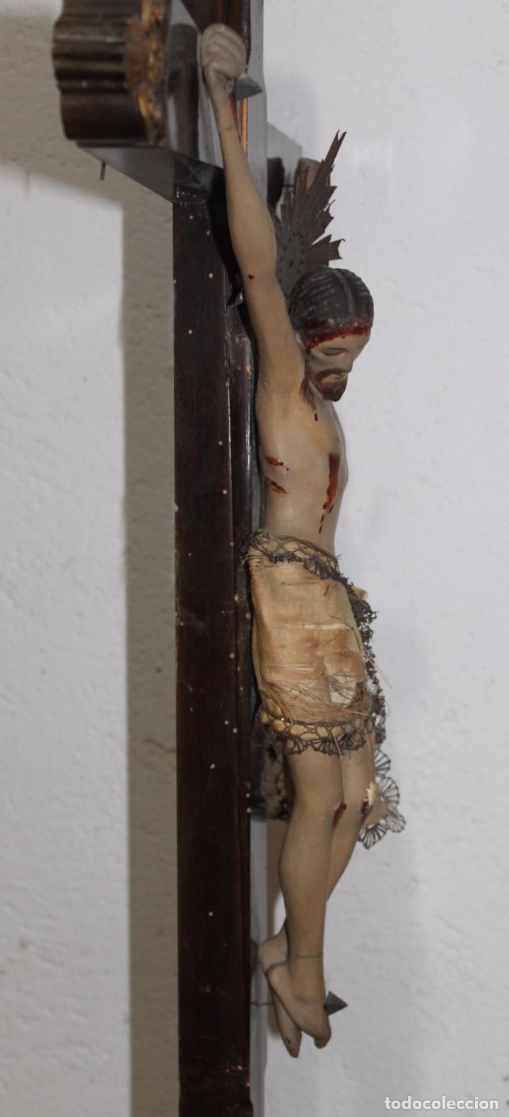 Arte: CRISTO ISABELINO EN TALLA DE MADERA POLICROMADA - CRUZ CON REMATES DORADOS - SIGLO XIX - Foto 18 - 180910910