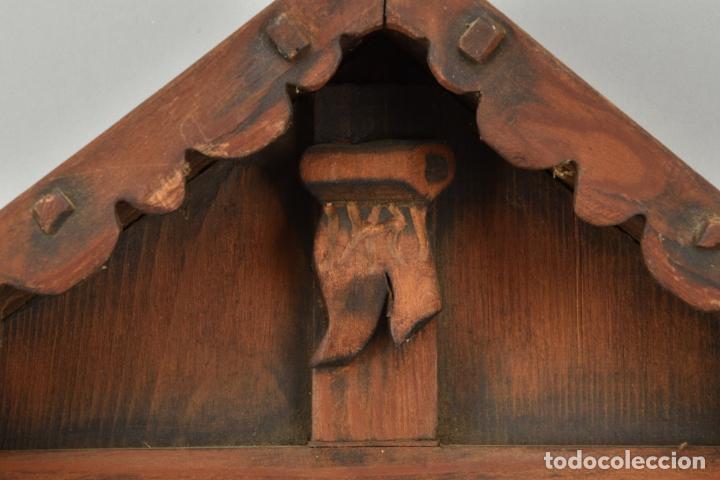Arte: antigua capilla madera tallada art deco año1928 medidas 51x31x7 cm figuras porcelana 152,00 € - Foto 4 - 87403332