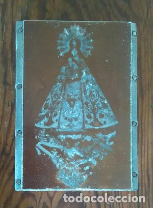 ANTIGUA PLANCHA METALICA SOBRE MADERA PARA IMPRIMIR LA IMAGEN LA VIRGEN DE LA SALUD DE ONIL ALICANTE (Arte - Arte Religioso - Grabados)