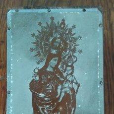 Arte: ANTIGUA PLANCHA METALICA SOBRE MADERA PARA IMPRIMIR LA IMAGEN DE LA VIRGEN DE LA CINTA DE HUELVA. Lote 88927456