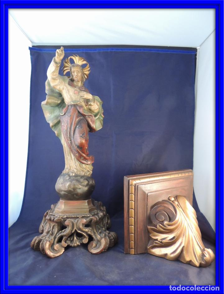 FIGURA ANTIGUA DE SAGRADO CORAZON CON PEANA POLICROMADA (Arte - Arte Religioso - Escultura)