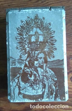 ANTIGUA PLANCHA METALICA SOBRE MADERA PARA IMPRIMIR LA IMAGEN DE Nª Sª DE LA LUZ PATRONA DE TARIFA (Arte - Arte Religioso - Grabados)