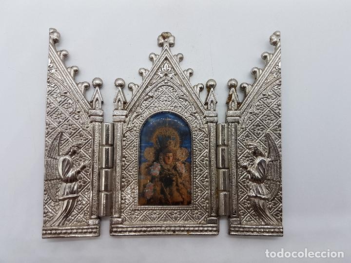 Arte: ANTIGUO TRIPTICO RELIGIOSO EN METAL CON LA VIRGEN DEL PILAR MUY BONITA PIEZA DE ESTILO GÓTICO - Foto 3 - 90574085