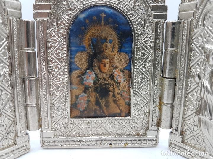 Arte: ANTIGUO TRIPTICO RELIGIOSO EN METAL CON LA VIRGEN DEL PILAR MUY BONITA PIEZA DE ESTILO GÓTICO - Foto 4 - 90574085
