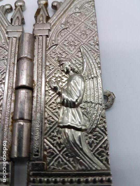 Arte: ANTIGUO TRIPTICO RELIGIOSO EN METAL CON LA VIRGEN DEL PILAR MUY BONITA PIEZA DE ESTILO GÓTICO - Foto 5 - 90574085