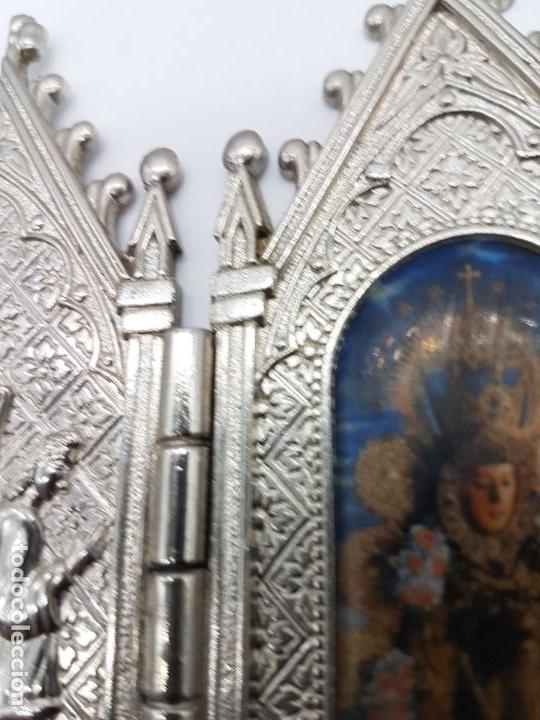 Arte: ANTIGUO TRIPTICO RELIGIOSO EN METAL CON LA VIRGEN DEL PILAR MUY BONITA PIEZA DE ESTILO GÓTICO - Foto 6 - 90574085