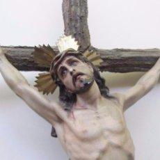 Arte: EXCELENTE CRISTO EN LA CRUZ , SELLO OLOT , MADERA Y ESTUCO. OJOS DE CRISTAL. Lote 93093620