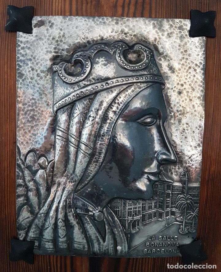 Arte: Antigua imagen de Nuestra Señora de Montserrat en placa repujada a mano laminada en plata de ley . - Foto 3 - 93863070