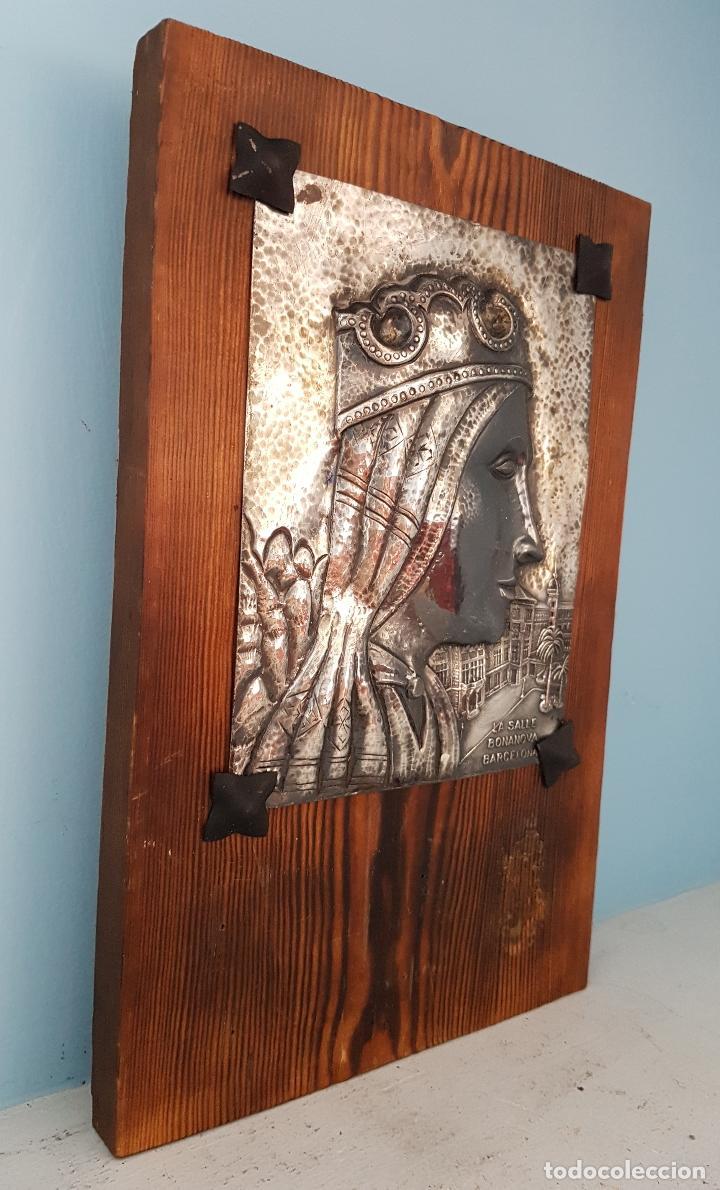 Arte: Antigua imagen de Nuestra Señora de Montserrat en placa repujada a mano laminada en plata de ley . - Foto 4 - 93863070