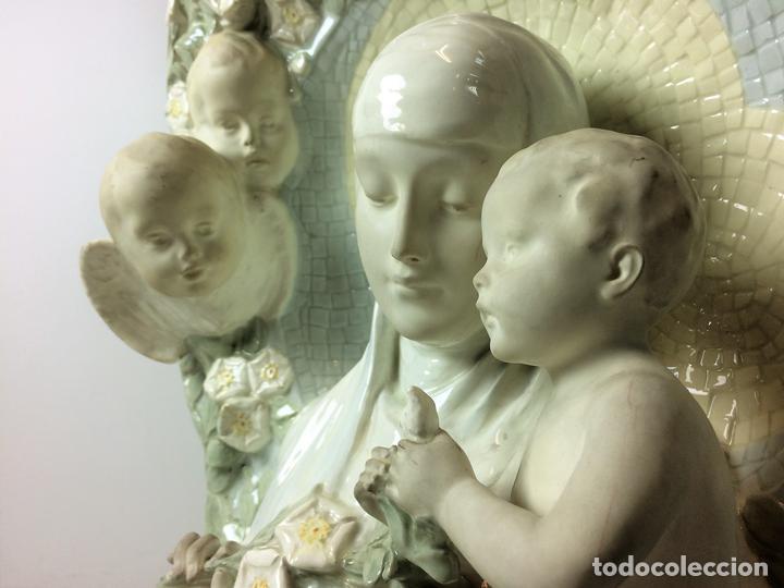 MADONNA CON NIÑO. LOZA. ALOISIUS H. SCHRAM. FRIEDRICH GOLDSCHNEIDER. VIENA. XIX-XX (Arte - Arte Religioso - Escultura)