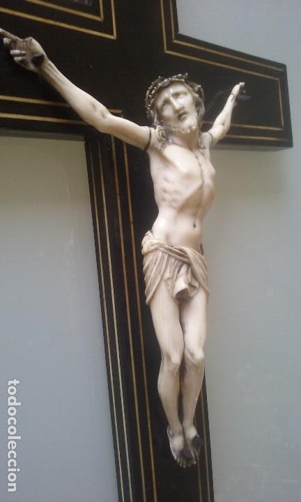 Arte: CRUCIFIJO MADERA Y MARQUETERIA, Y CRISTO EN MARFIL 16 CM PIES A CABEZA - Foto 2 - 95368507