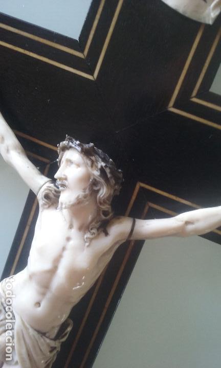 Arte: CRUCIFIJO MADERA Y MARQUETERIA, Y CRISTO EN MARFIL 16 CM PIES A CABEZA - Foto 9 - 95368507