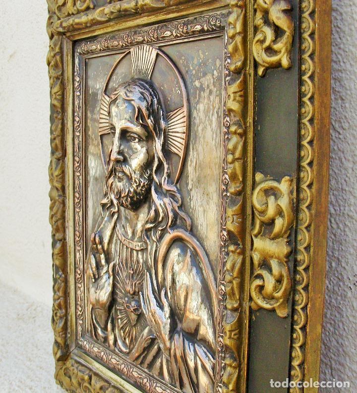 RETABLO DE JESUCRISTO EN METAL Y EN RELIEVE- FIRMADO AYM (Arte - Arte Religioso - Retablos)