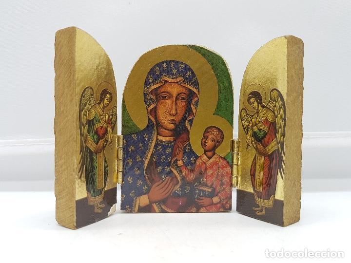 ANTIGUO TRIPTICO RELIGIOSO EN MADERA DE VIAJE O PARA ALTAR DE LA VIRGEN CON LOS APOSTOLES. (Arte - Arte Religioso - Trípticos)