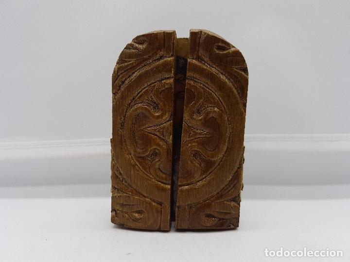 Arte: Antiguo triptico religioso en madera de viaje o para altar de la virgen con los apostoles. - Foto 2 - 96975835