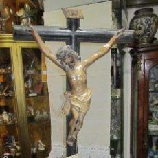 Arte: ANTIGUO CRUCIFIJO CON CRISTO TALLA DE MADERA DE SOBREMESA 70 CMS ALTURA TOTAL - CRISTO 40 X 30 CM.. Lote 98437203