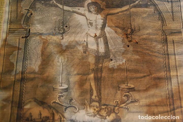 Arte: MUY ANTIGUO GRABADO DE LA YMAGEN DEL SANTISIMO CHRISTO DE BALAGUER - GRAN MARCO DE NOGAL - BORDADO - - Foto 4 - 98926547