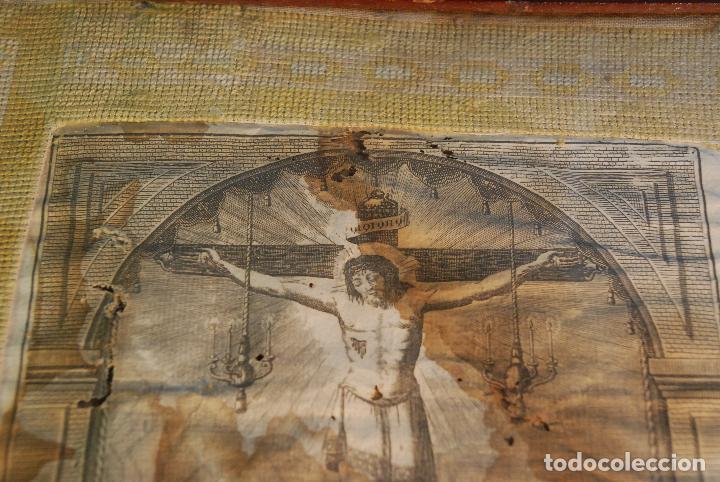 Arte: MUY ANTIGUO GRABADO DE LA YMAGEN DEL SANTISIMO CHRISTO DE BALAGUER - GRAN MARCO DE NOGAL - BORDADO - - Foto 5 - 98926547